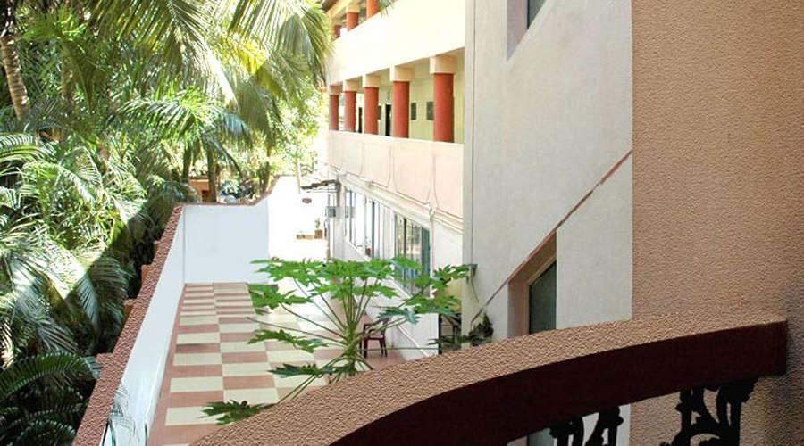 Room Service at DON HILL BEACH RESORT Goa
